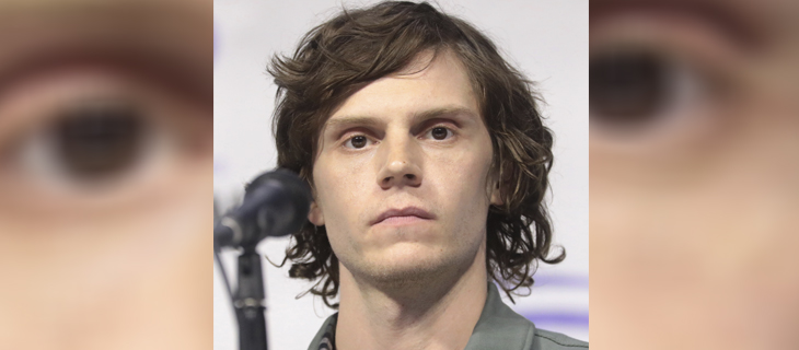 Evan Peters se disculpa por retuitear video que alaba violencia contra saqueadores